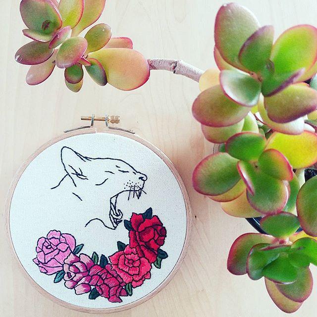 Zaressa Broderie: Boules de roses.