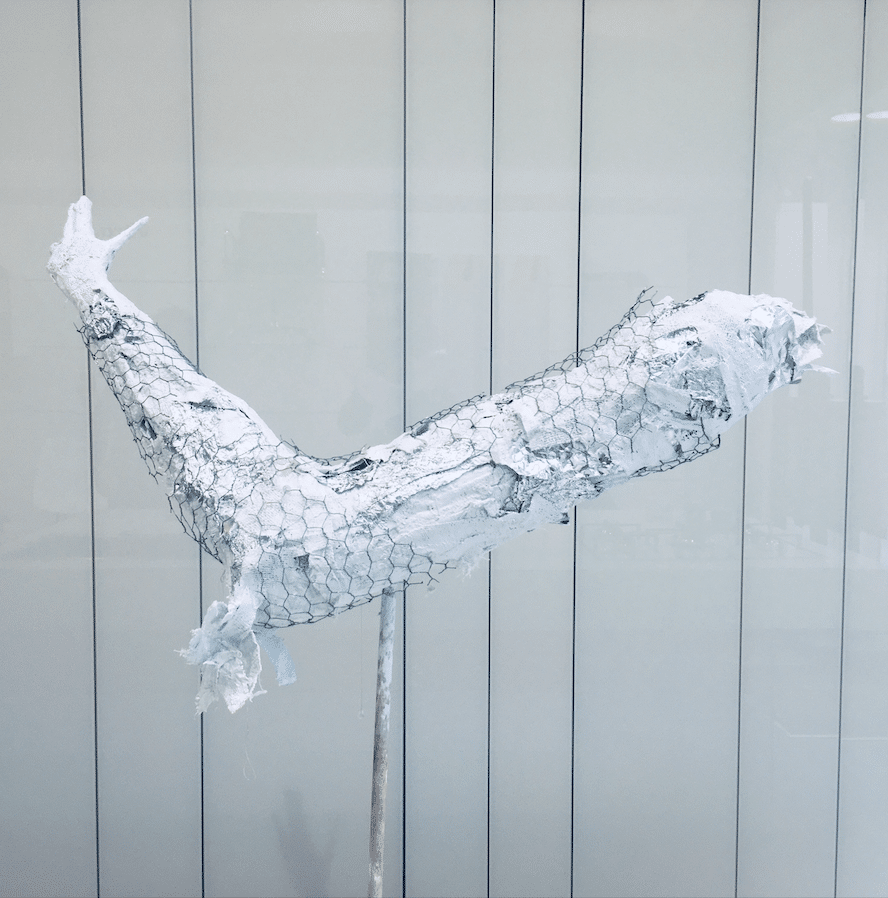 Sculpture en plâtre by Ariel Barsamian