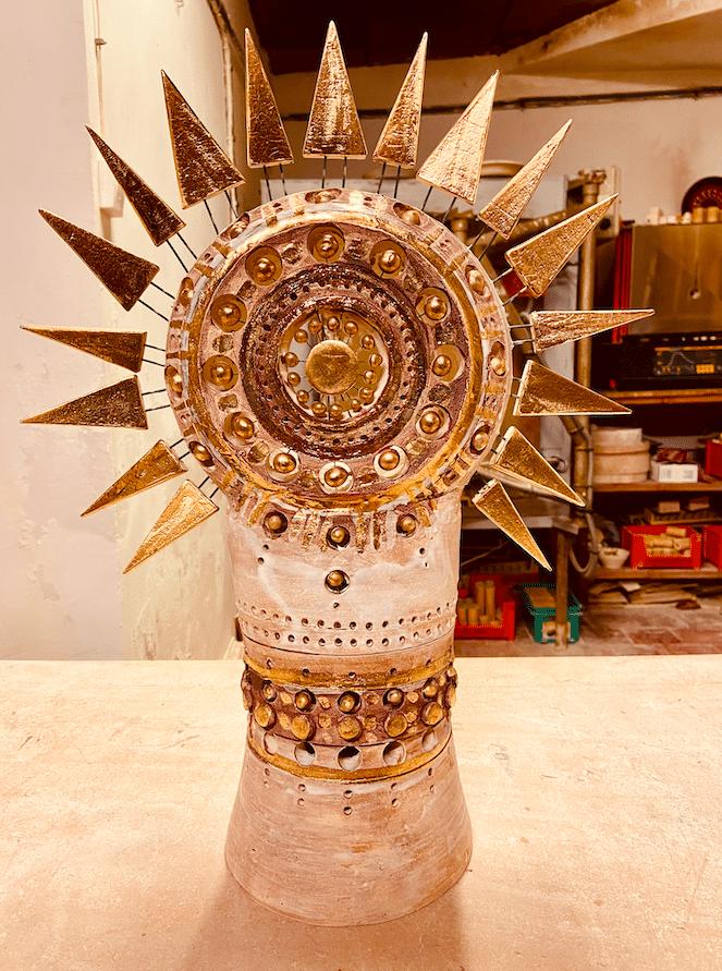 Lampe Soleil de Georges Pelletier en céramique émaillé brun et or