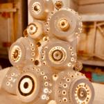 Lampe sculpture de Georges Pelletier émaillée blanc et or