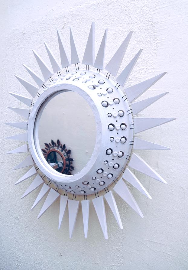 Miroir Georges Pelletier à piques émaillé blanc - profil
