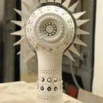 Petit Soleil en céramique émaillée blanc de Georges Pelletier