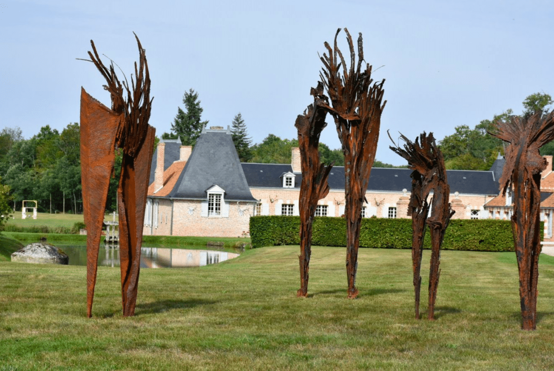 Sculptures by Julien Allegre, Hommes Fossiles - Biennale en Sologne